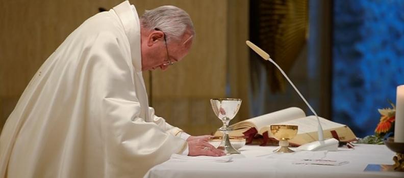 """Francisco: """"um cristão apegado aos bens faz um papelão"""""""